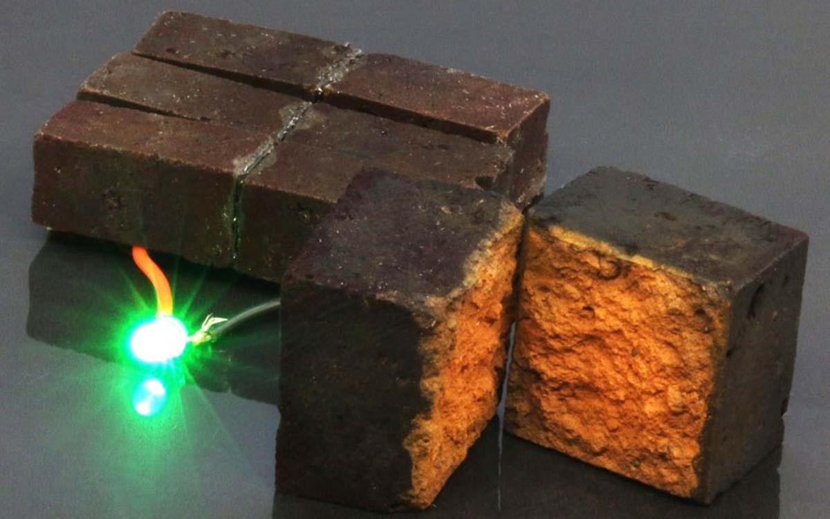 Red-brick-device-developed-by-chemists-at-Washington-University-in-St.-Louis-lights-up-a-green-light-emitting-diode-DArcy-laboratory-Washington-University-in-St.-Louis-0bad91b