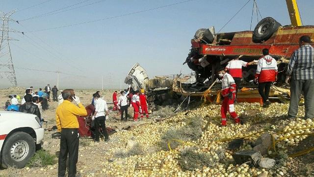 تصادف مرگبار تریلی با اتوبوس در خراسان جنوبی
