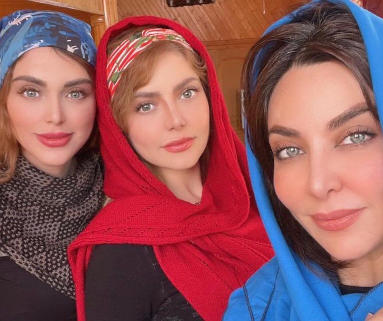فقیه سلطانی به همراه خواهرانش