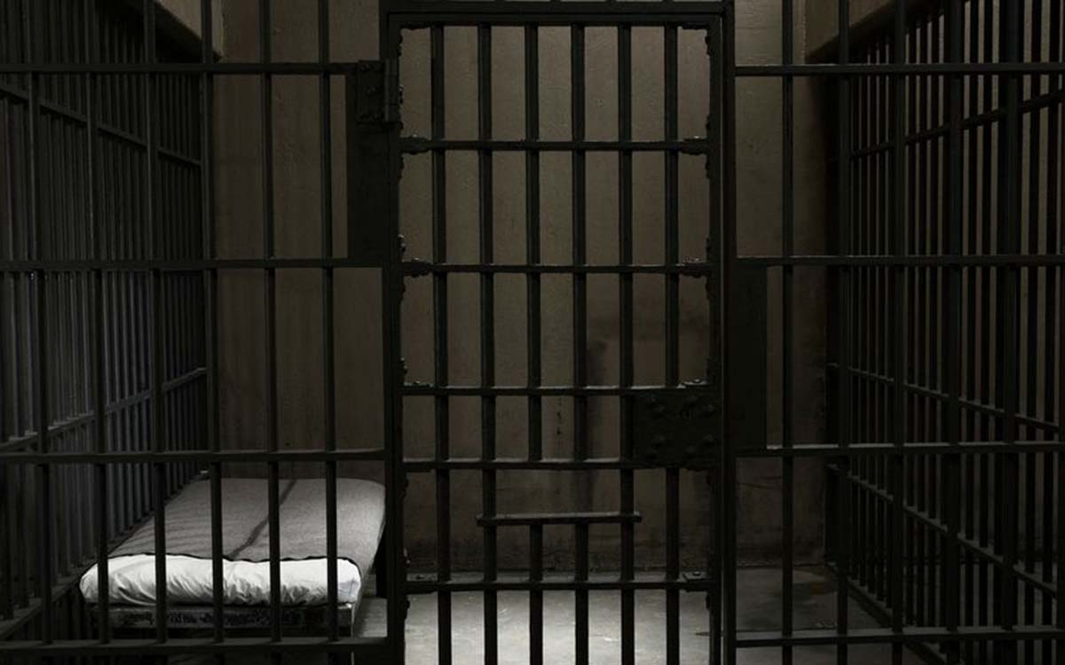 0_Empty-prison-cell