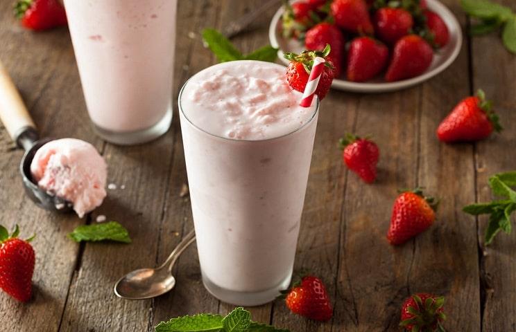 230417-1600x1031-strawberry-milkshake-recipe-min