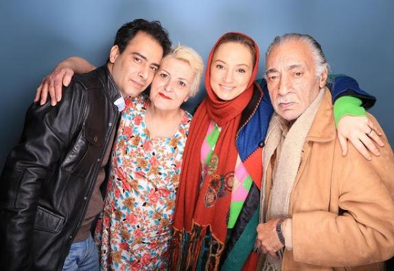 سحر ولدبیگی در کنار مادر،پدر و همسرش