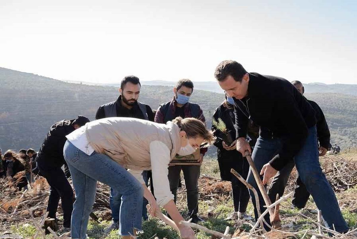 درختکاری بشار اسد و همسرش در طرطوس