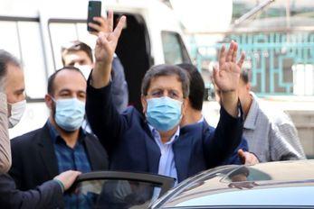 درگیری هواداران و مخالفان همتی بیرون حسینیه ارشاد + ویدئو