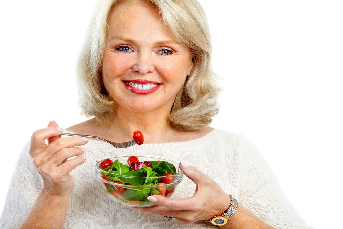 تغذیه زنان با افزایش سن چه تغییراتی لازم دارد؟