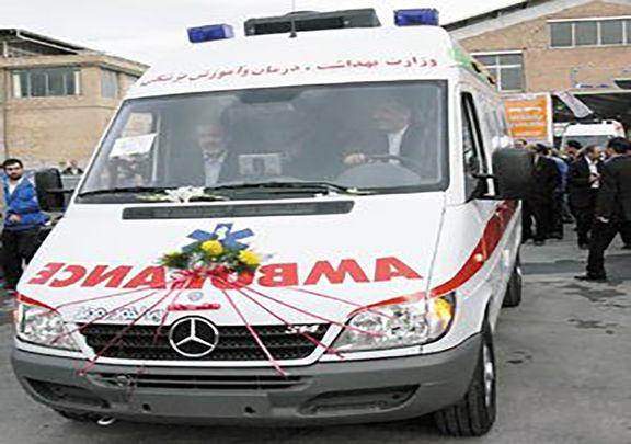 (ویدیو) مراسم عقد زوج جوان اهل فسا در یک آمبولانس!